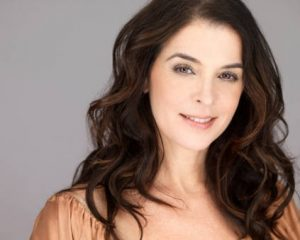 Annabella Sciorra - How tall is she? - Height, Weight and ...