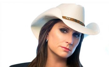 How tall is Terri Clark Height Weight Body Measurements