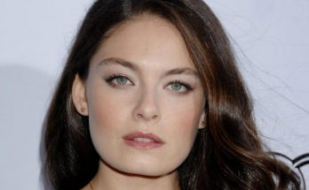 How Tall is Alexa Davalos Height Weight Body Measurements
