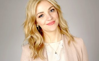 How Tall is Abby Elliott Height Weight Body Measurements