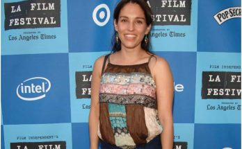 How Tall is Amy Jo Johnson Height Weight Body Measurements