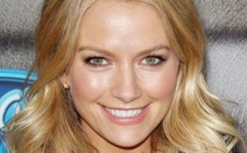 How Tall is Becki Newton Height Weight Body Measurements