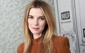 How Tall is Betty Gilpin Height Weight Body Measurements