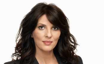 How Tall is Gina Bellman Height Weight Body Measurements