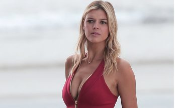 How Tall is Kelly Rohrbach Height Weight Body Measurements