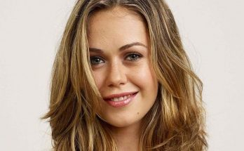 Alexis Dziena How Tall Height Weight Body Measurements