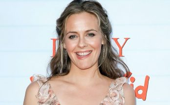 Alicia Silverstone How Tall Height Weight Body Measurements