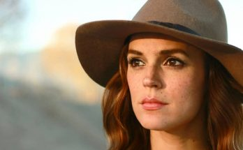 Erin Cahill How Tall Height Weight Body Measurements