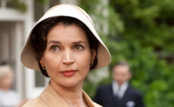 Julia Ormond How Tall Height Weight Body Measurements