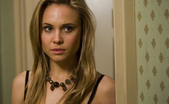 Leah Pipes How Tall Height Weight Body Measurements
