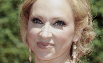Leigh Allyn Baker How Tall Height Weight Body Measurements