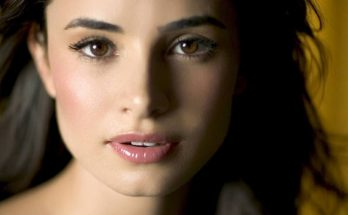 Mía Maestro How Tall Height Weight Body Measurements