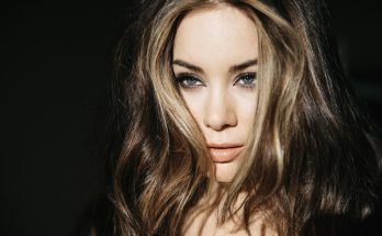 Roxanne McKee How Tall Height Weight Body Measurements