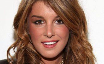 Shenae Grimes How Tall Height Weight Body Measurements